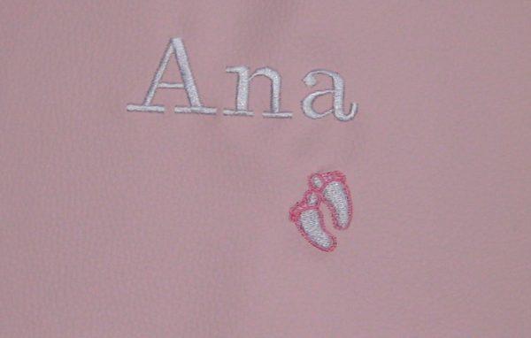 Bordado nombre personalizado con huellitas bebé en polipiel rosa-blanco