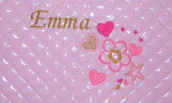 Bordado nombre personalizado rosa-camel con flor y corazones