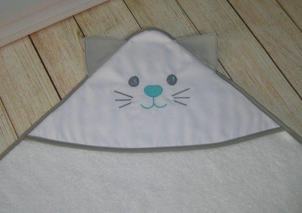 Toalla de bebé capucha con orejas y cara de gatito bordada